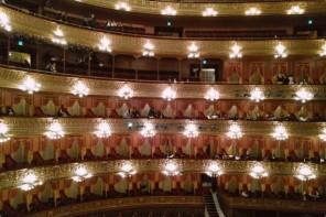 No Teatro Colón, em primeira classe